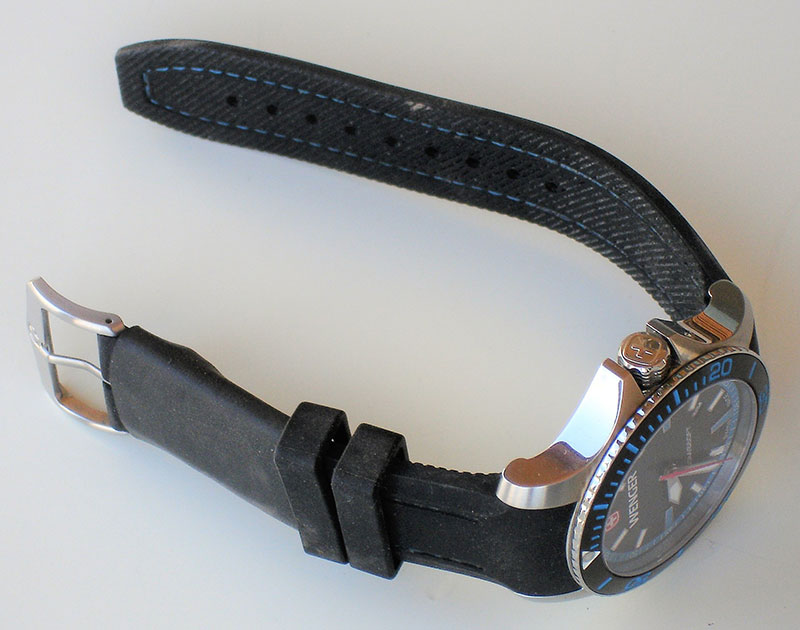 Here on Wenger Seaforce dive watch, A-K Band is designed to let you carry escape tools in your watchband.
