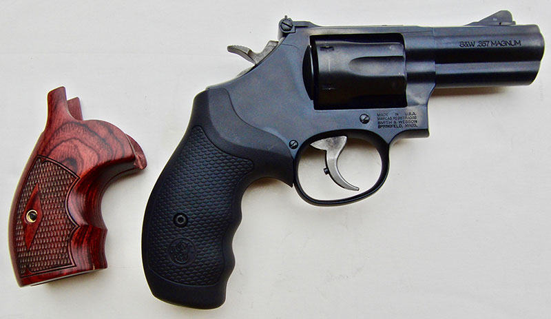 Model 19 Carry Comp comes with set of fancy checkered wood grips and set of rubber grips. The latter cushions recoil better.