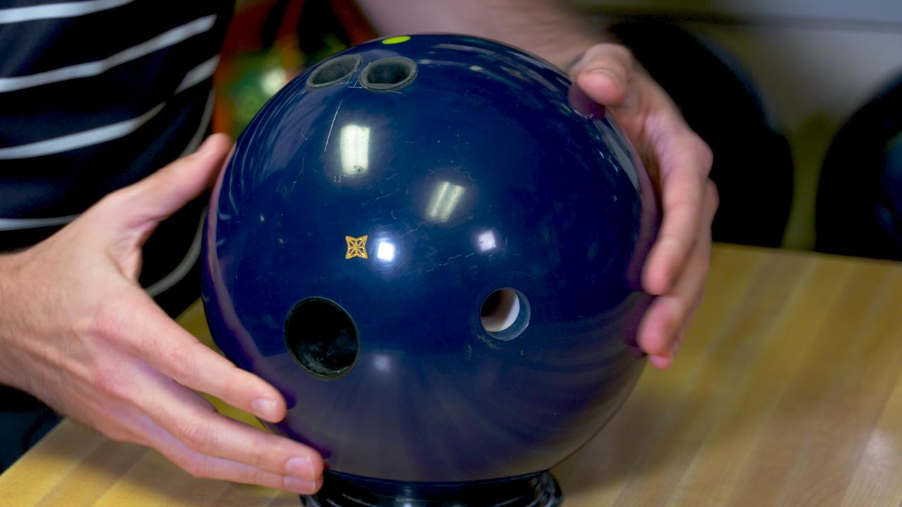 Best Bowling Balls 2020 Bowling Ball Weight Hole Rule Changes | National Bowling Academy