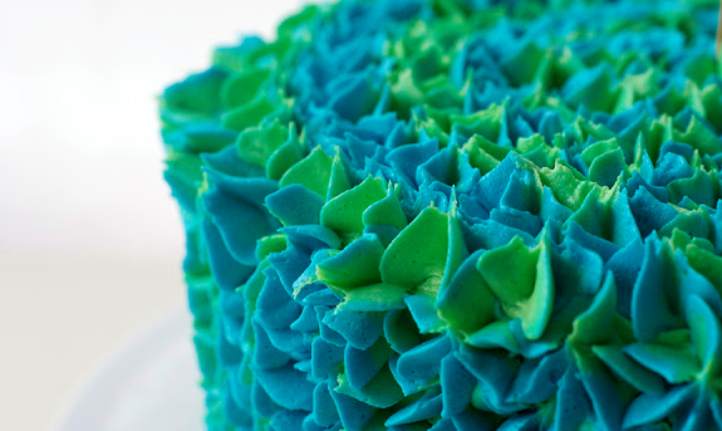 detail shot of peacock buttercream piping