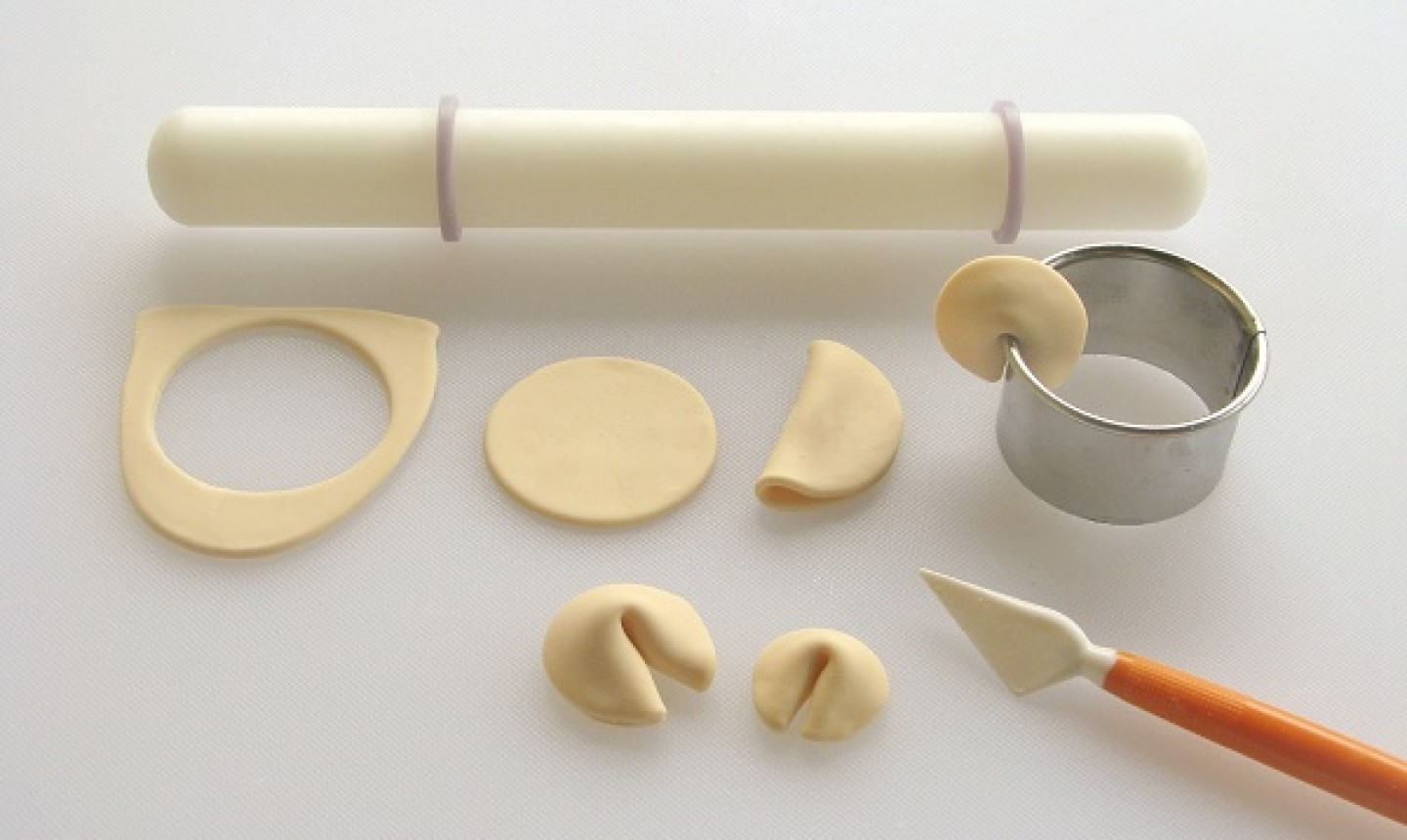 shaping fondant fortune cookie
