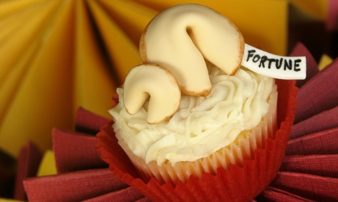 finished fortune cookie cupcake