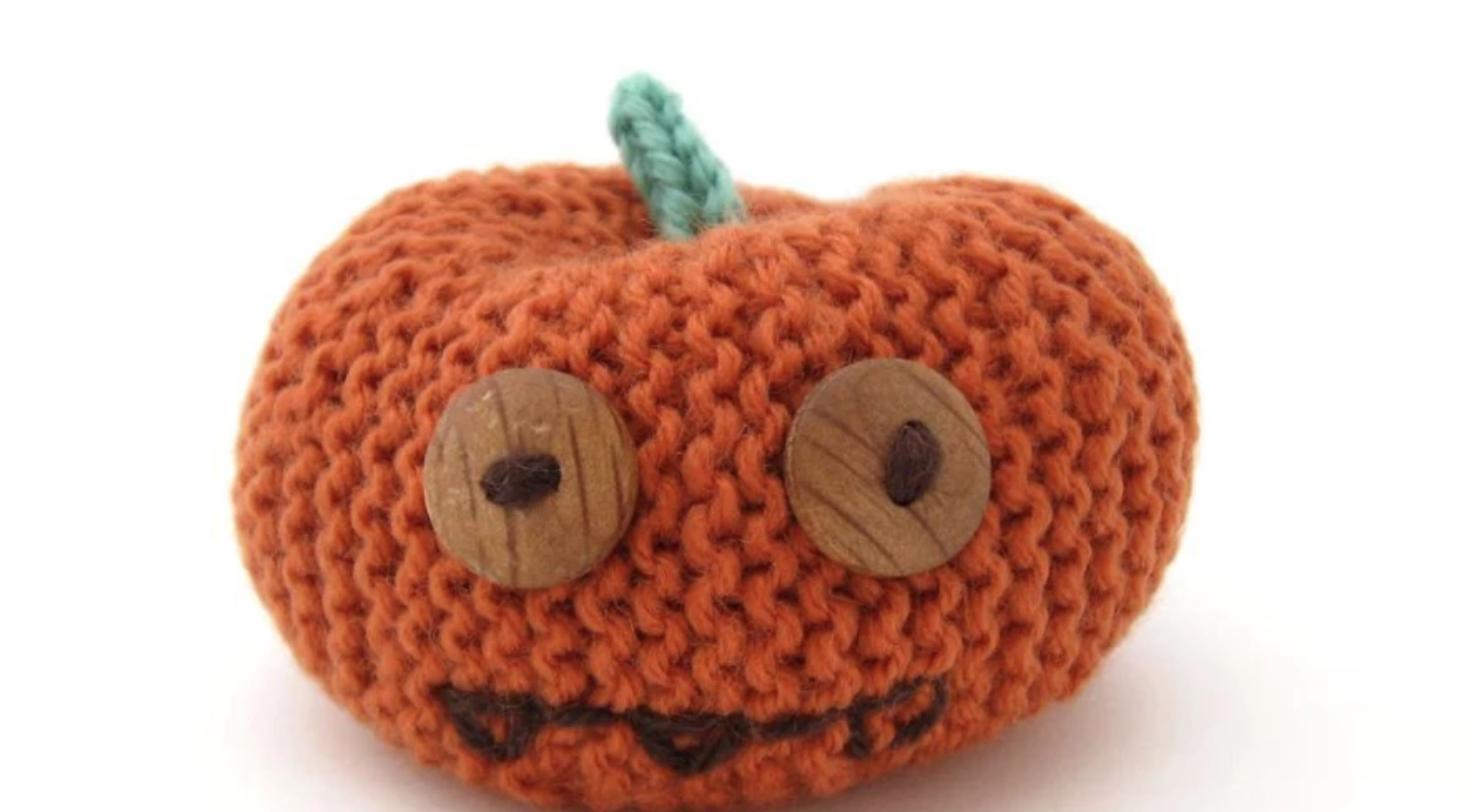 knit pumpkin amigurumi