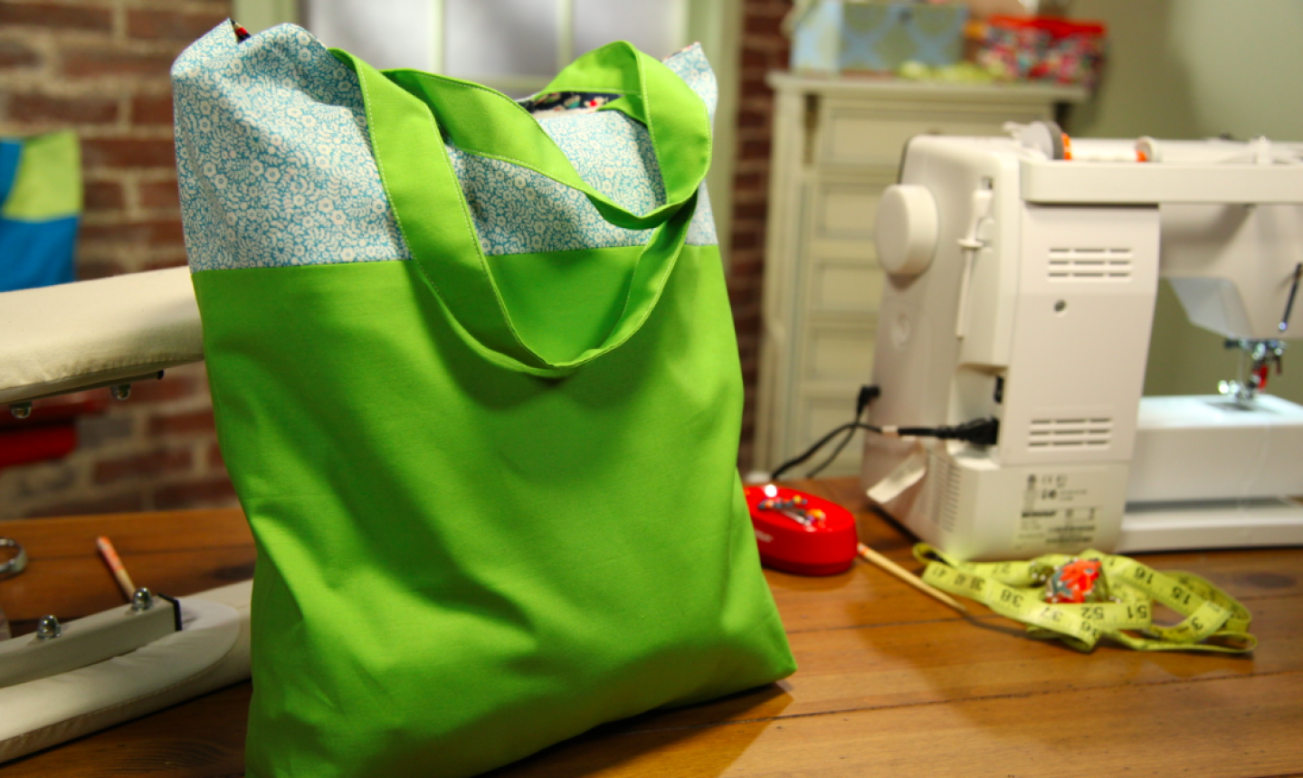 green tote bag with lining