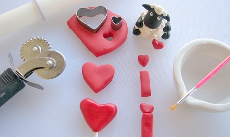making fondant heart