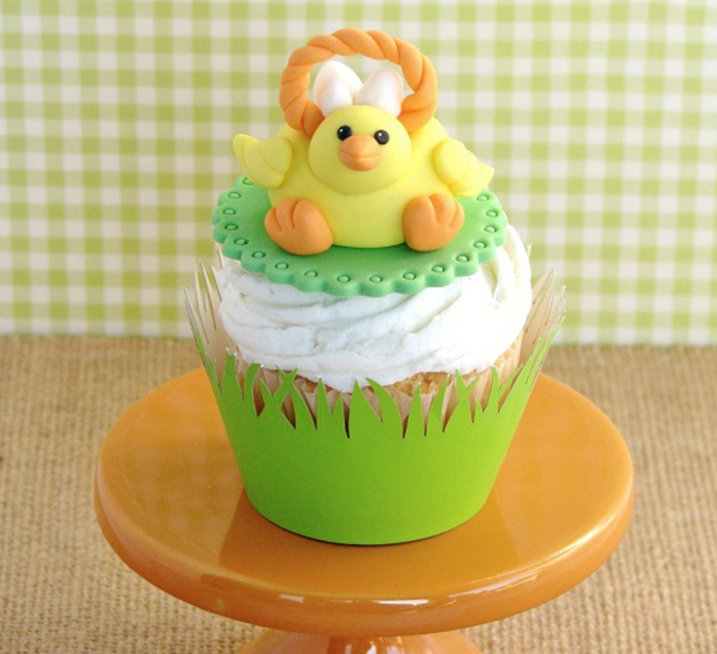fondant easter chick on a cupcake