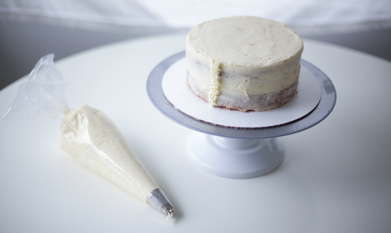 piping rabbit cake