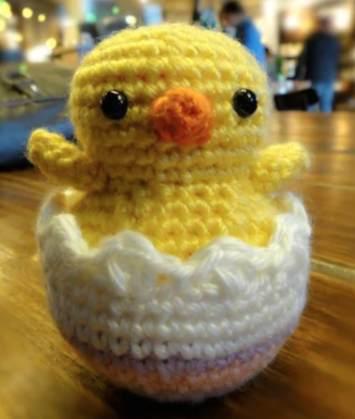 amigurumi hatching chick