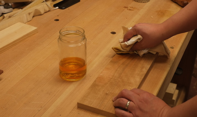 applying shellac to wood