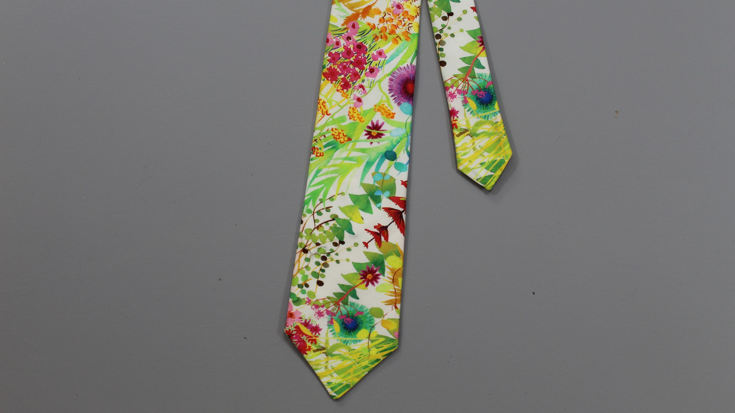 Finished flower tie