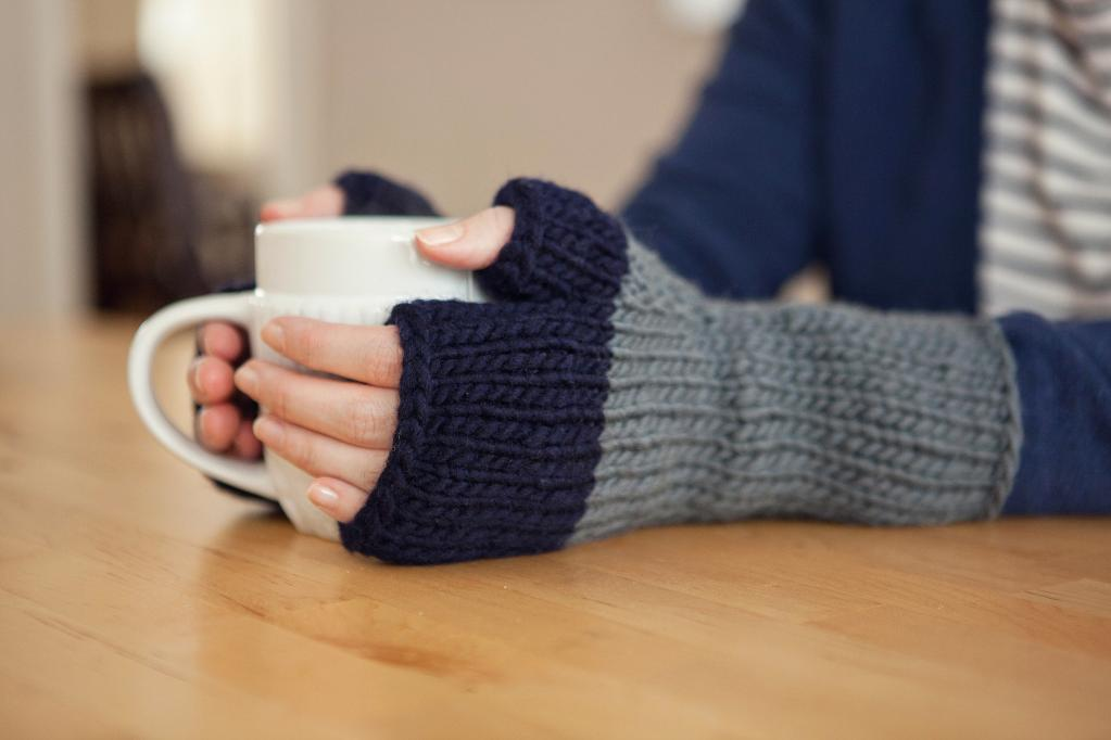 colorblock mitts