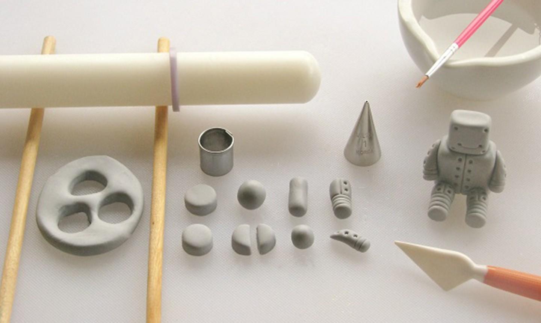 shaping fondant robot