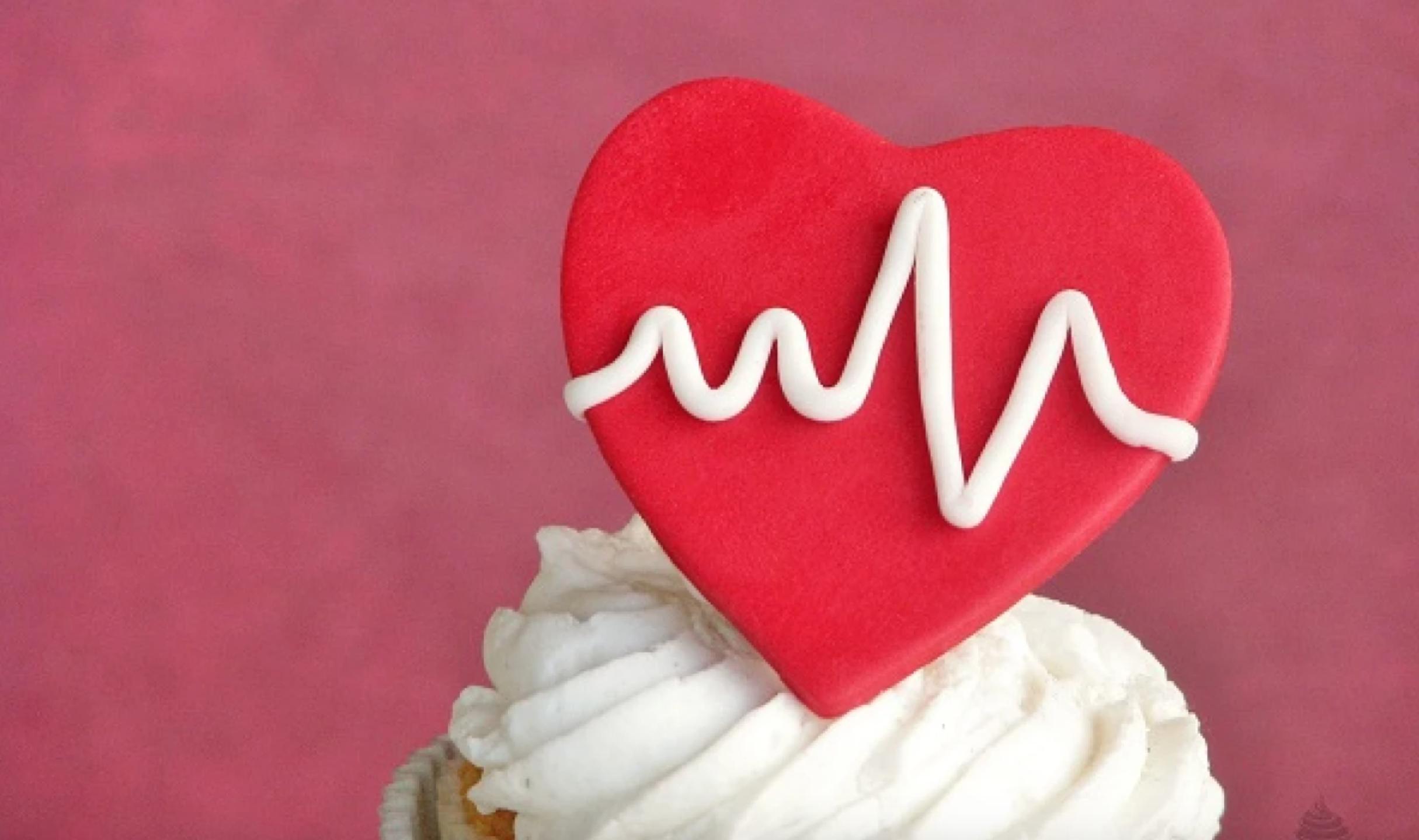 fondant heart beat cupcake
