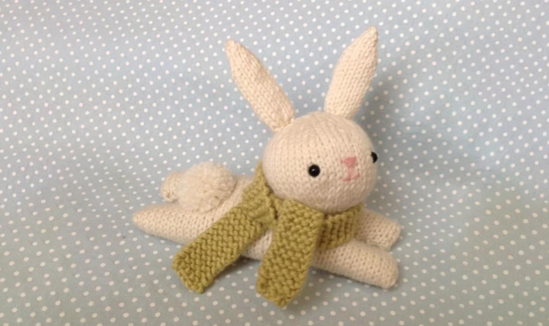 amigurumi bunny with a scarf