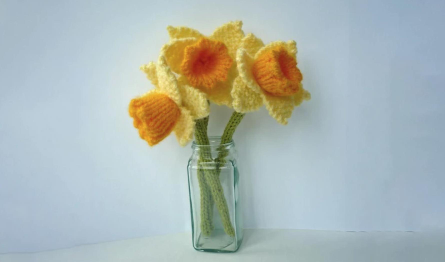 knit daffodils