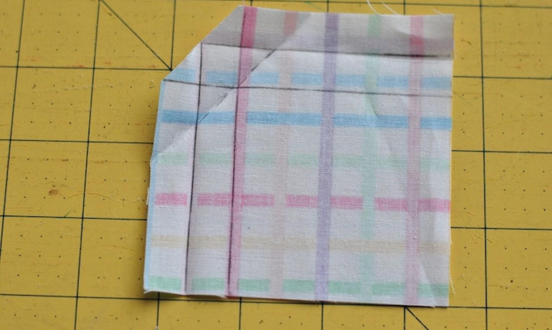 folding napkin corner