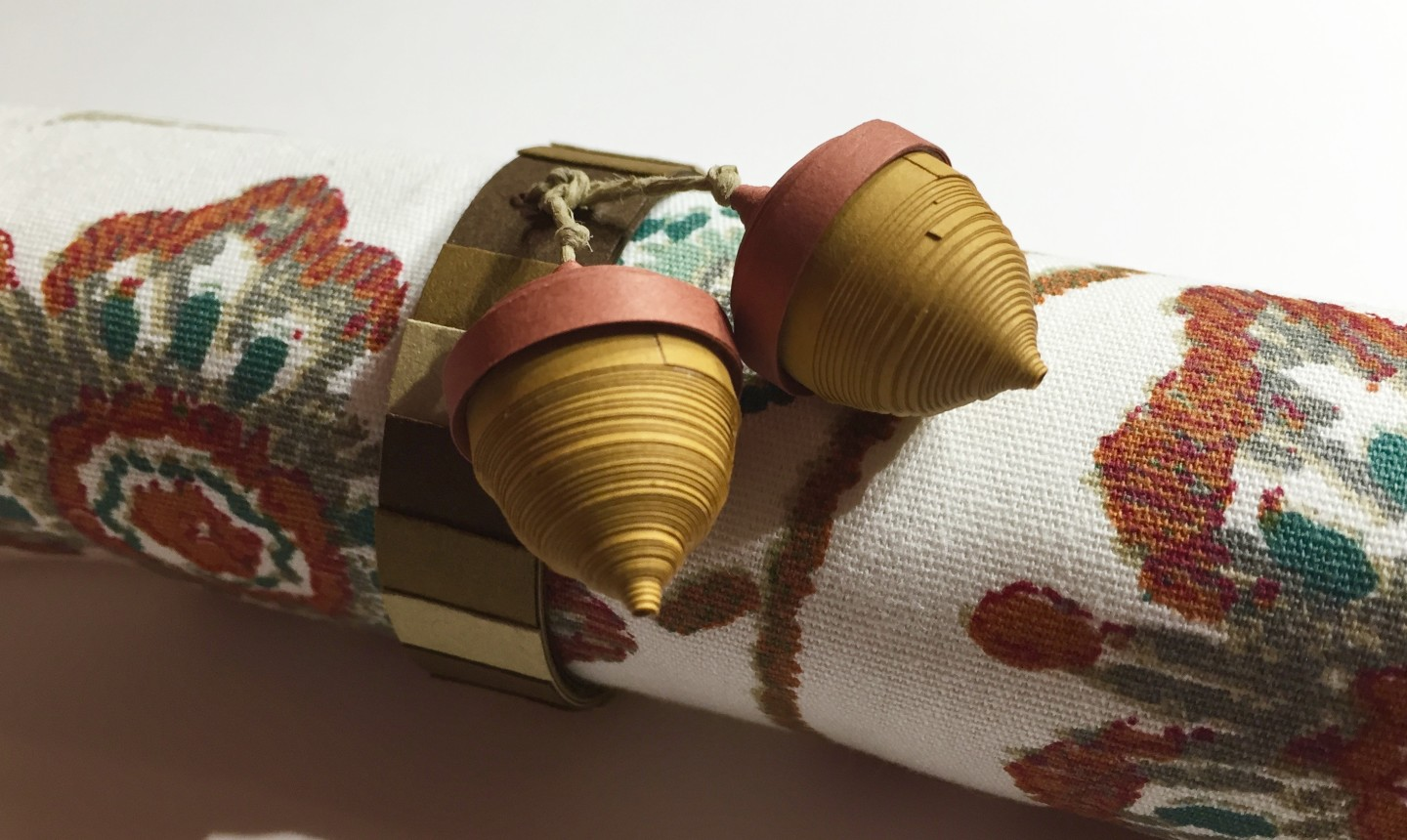 Finished quilled acorn napkin ring