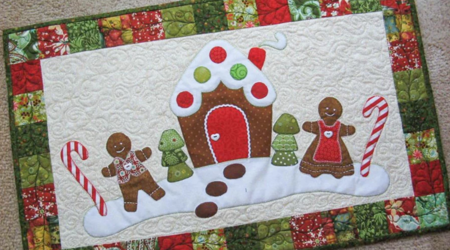gingerbread man and house table runner