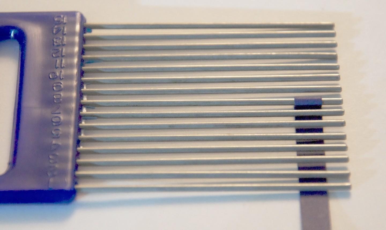 quilling paper around comb
