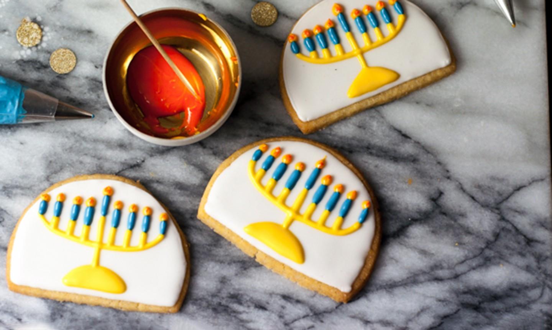 piped menorah cookies