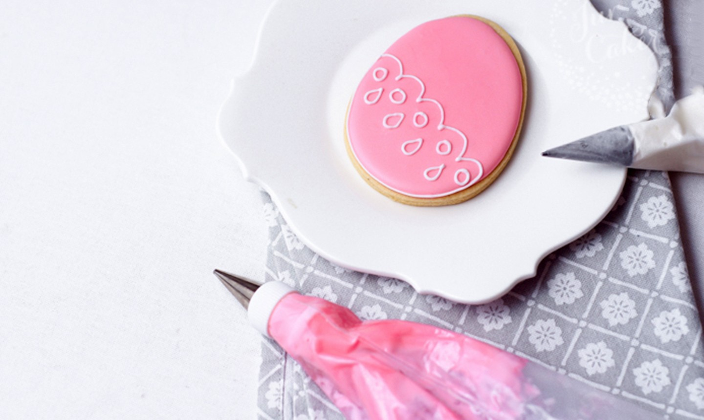 piping outline on lace easter cookie