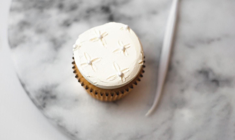 veining tool on buttercream