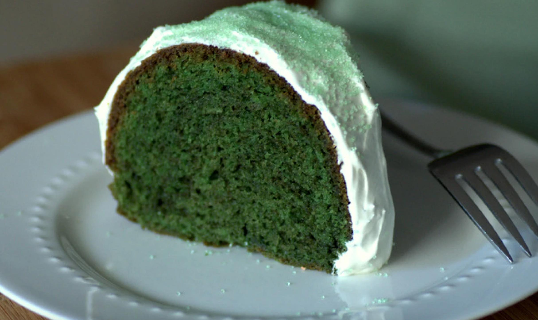 green velvet cake slice