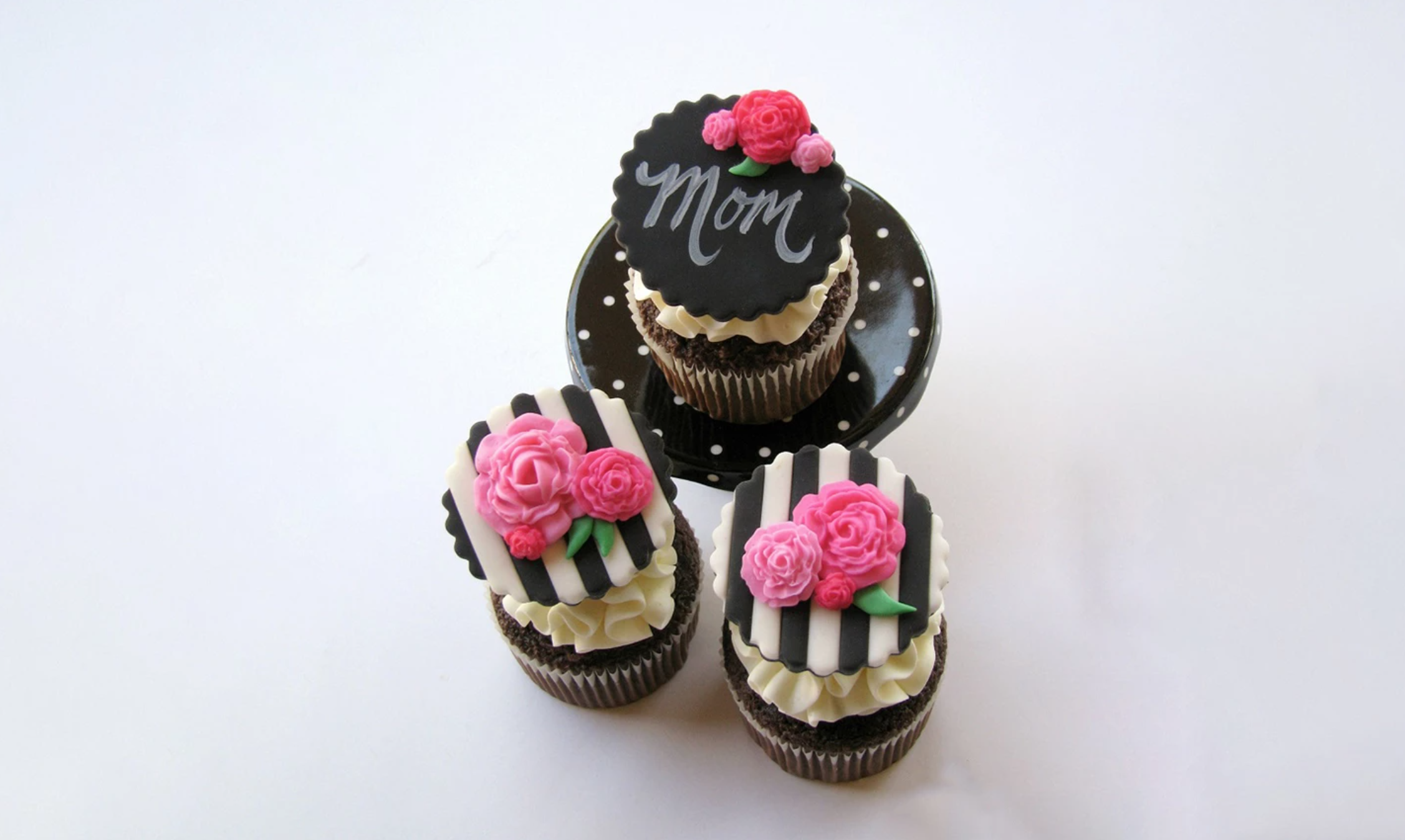 striped mothers day cupcakes