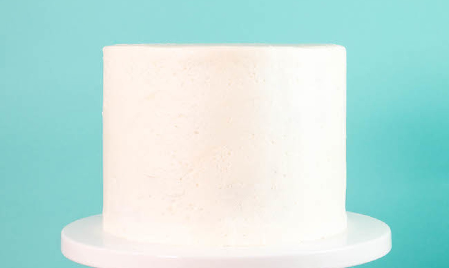 Cake with white frosting