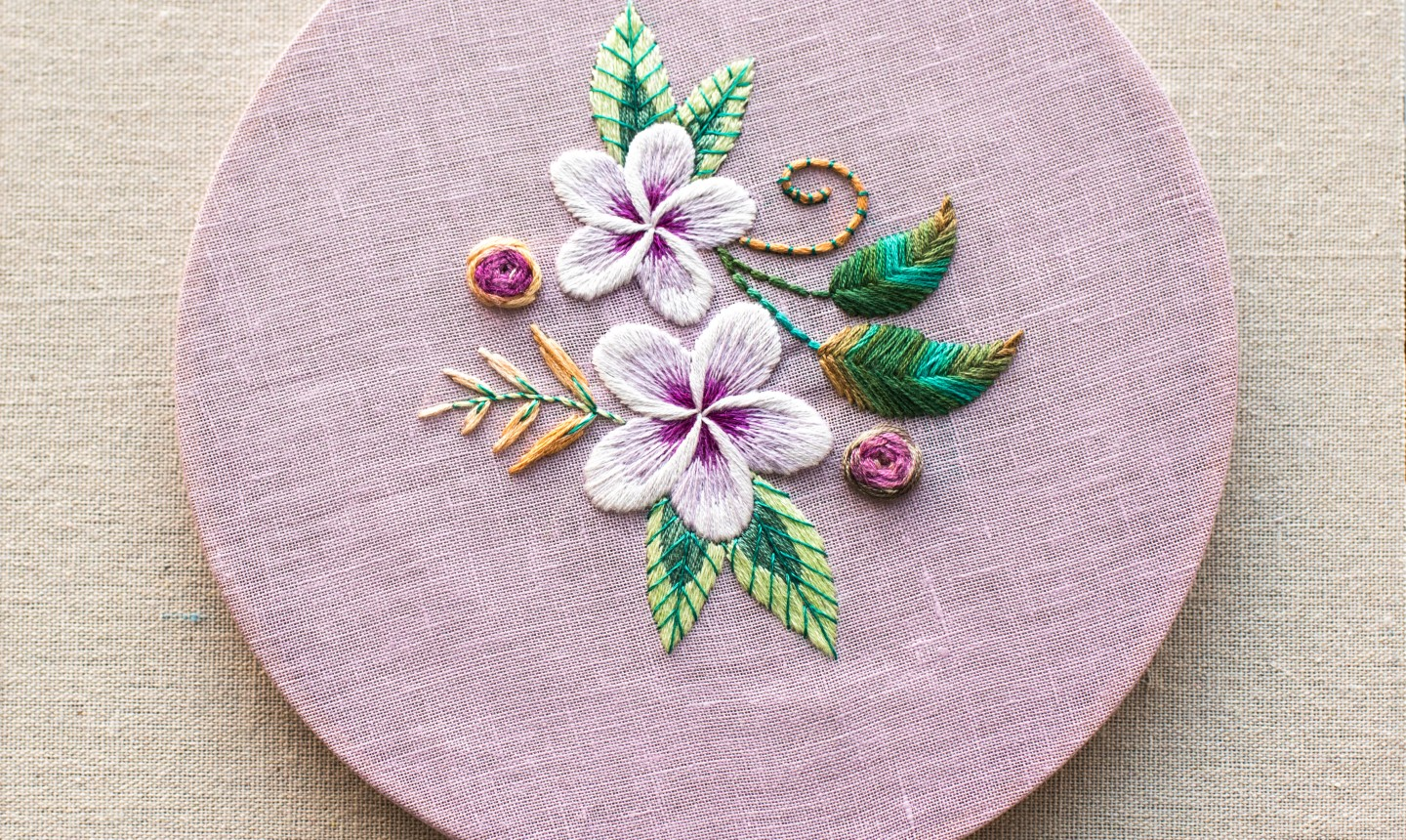 20 Techniques for Gorgeous Hand Embroidered Flowers   Craftsy