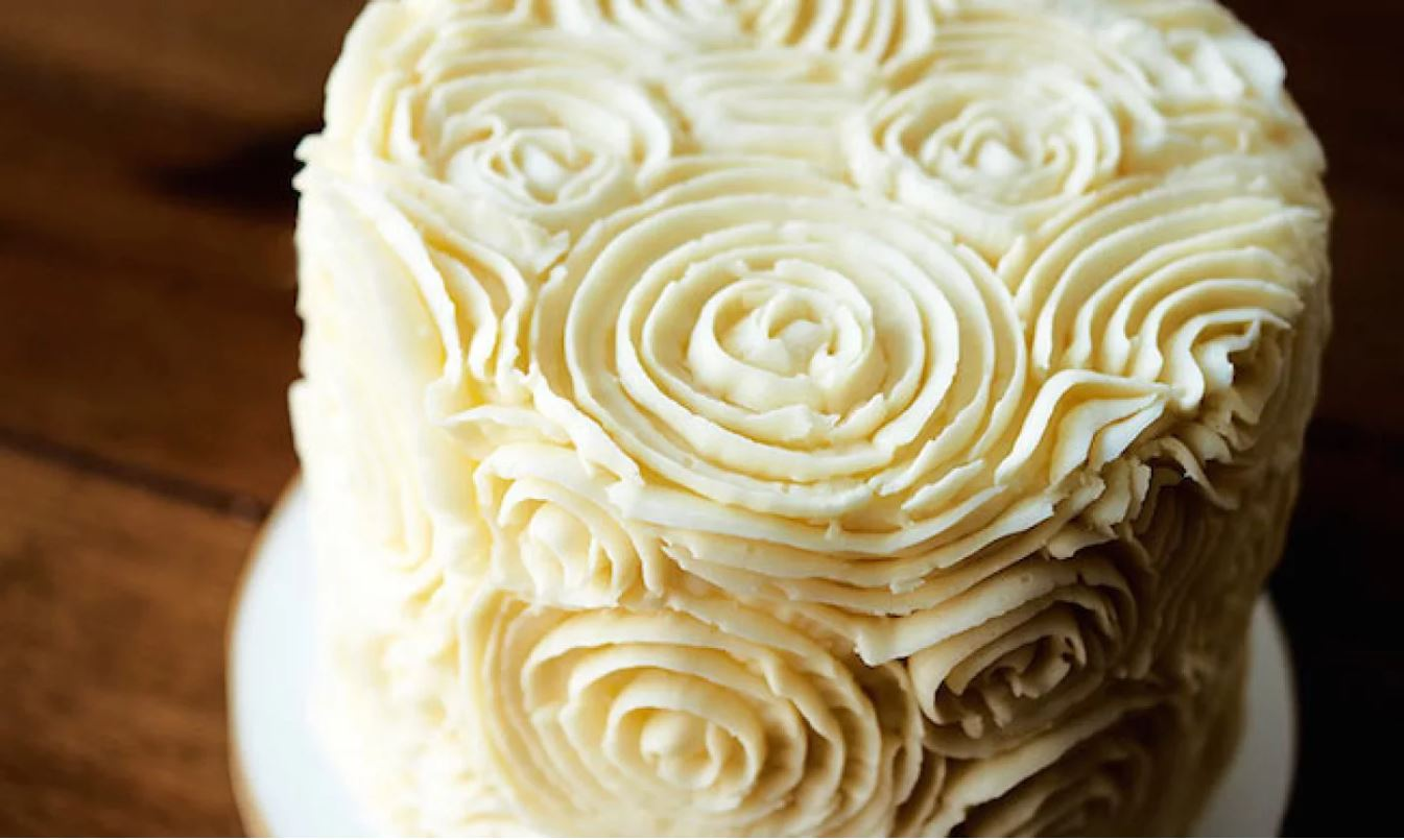 Buttercream frosted cake with design