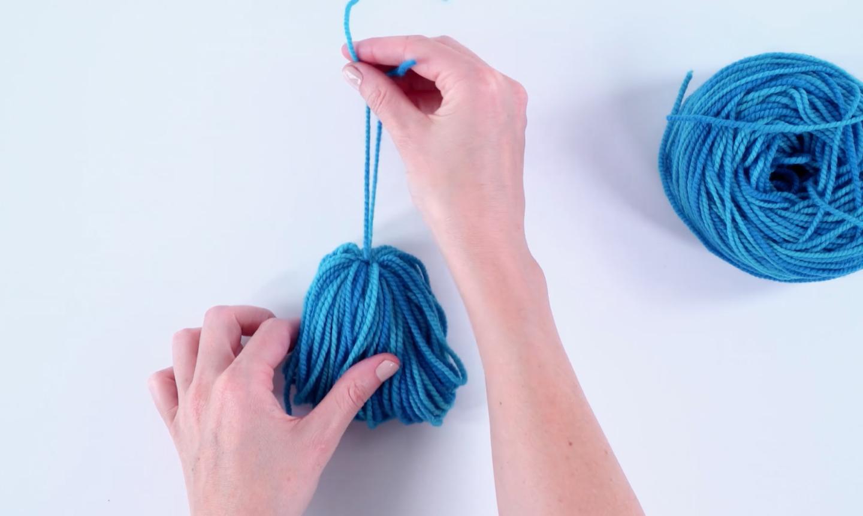making tassel from yarn