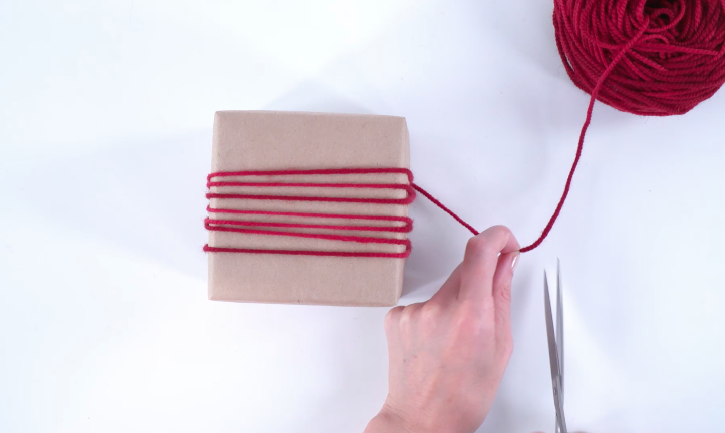 wrapping gift in yarn