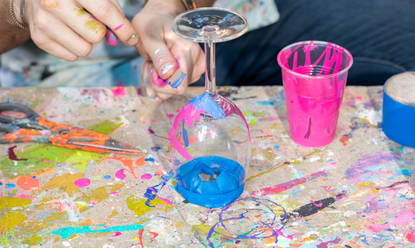 splatter painting wine glass