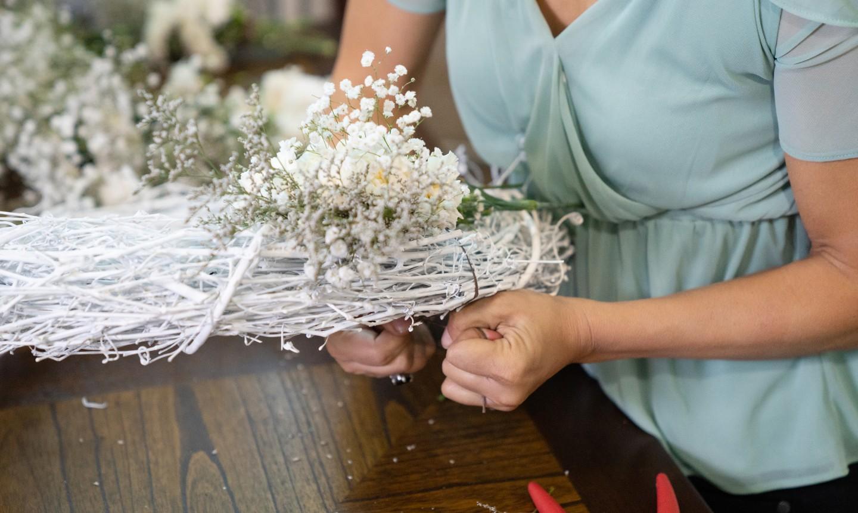 making a flower white wreath