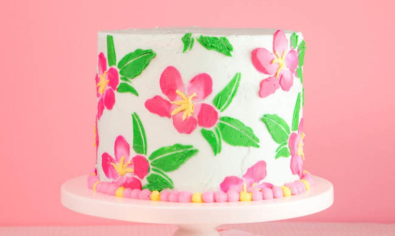 finished stenciled cake