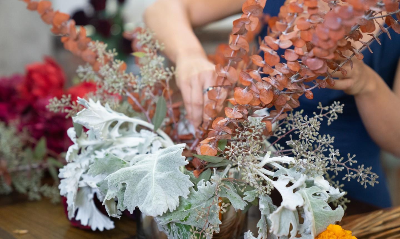 making fall flower centerpiece