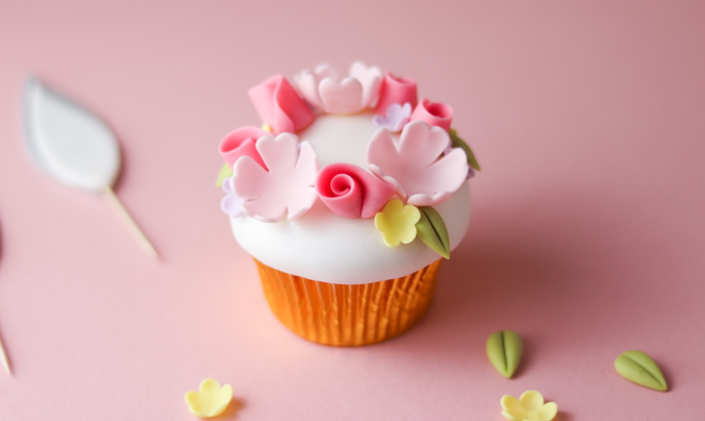 flower wreath cupcake