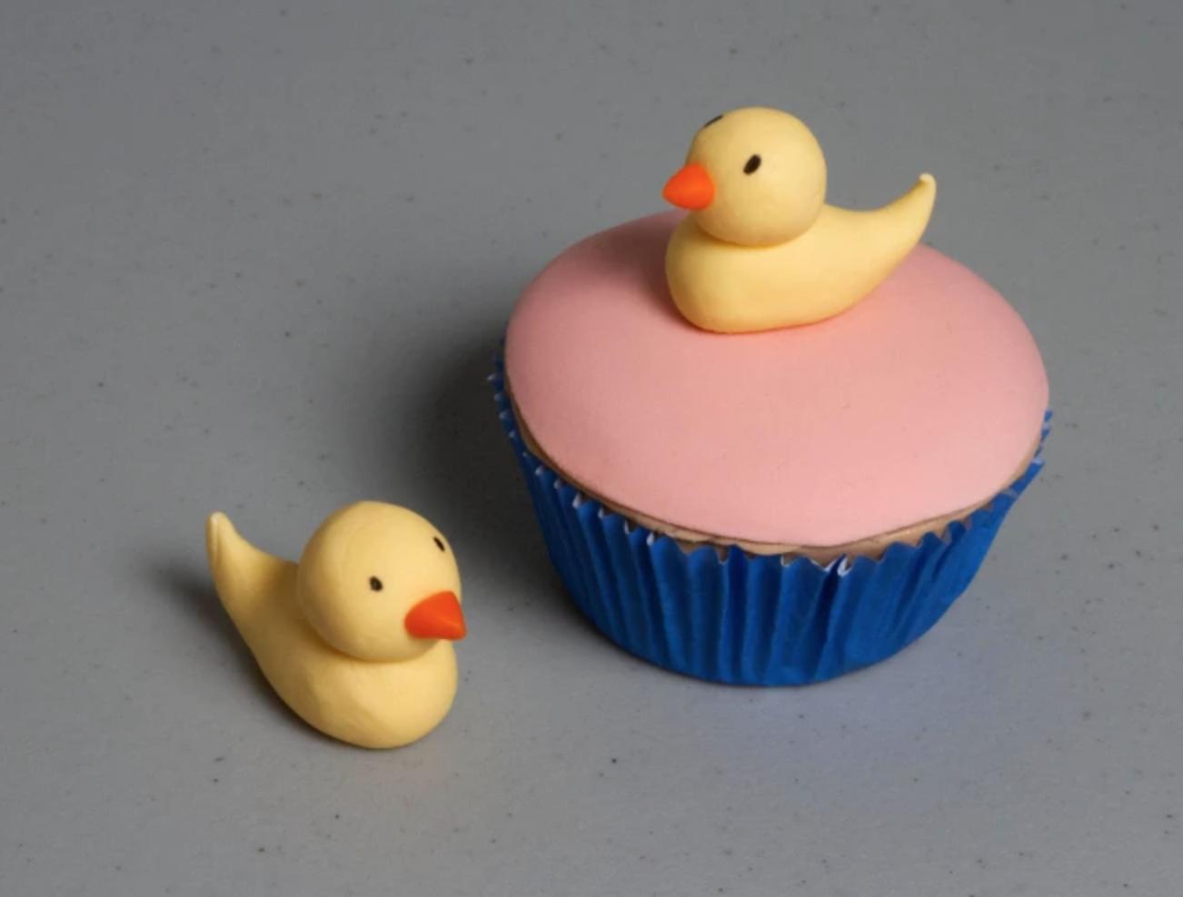 simple fondant ducklings
