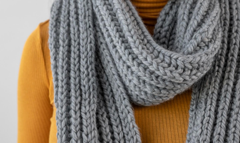 woman wearing brioche ribbed scarf