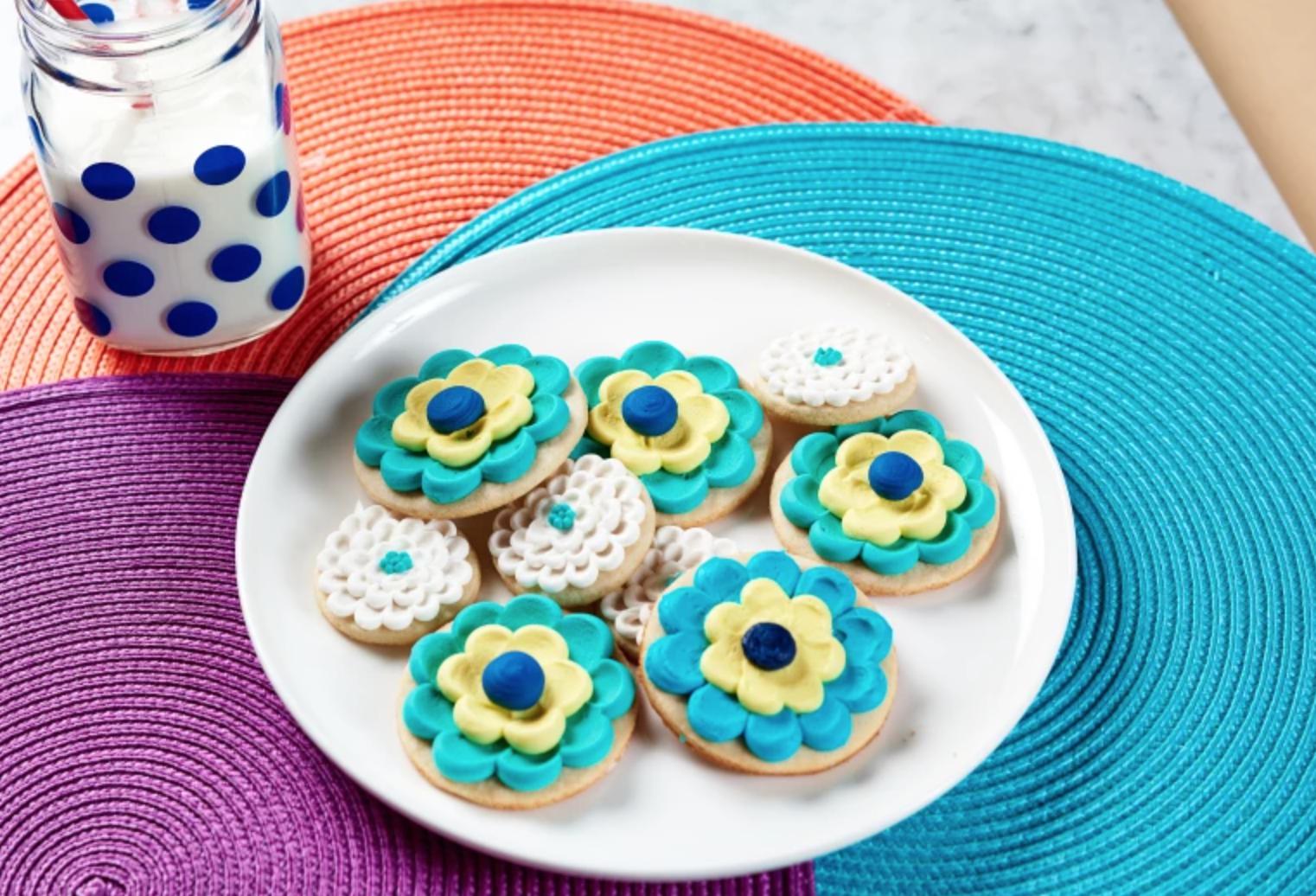 pulled dot flower sugar cookies