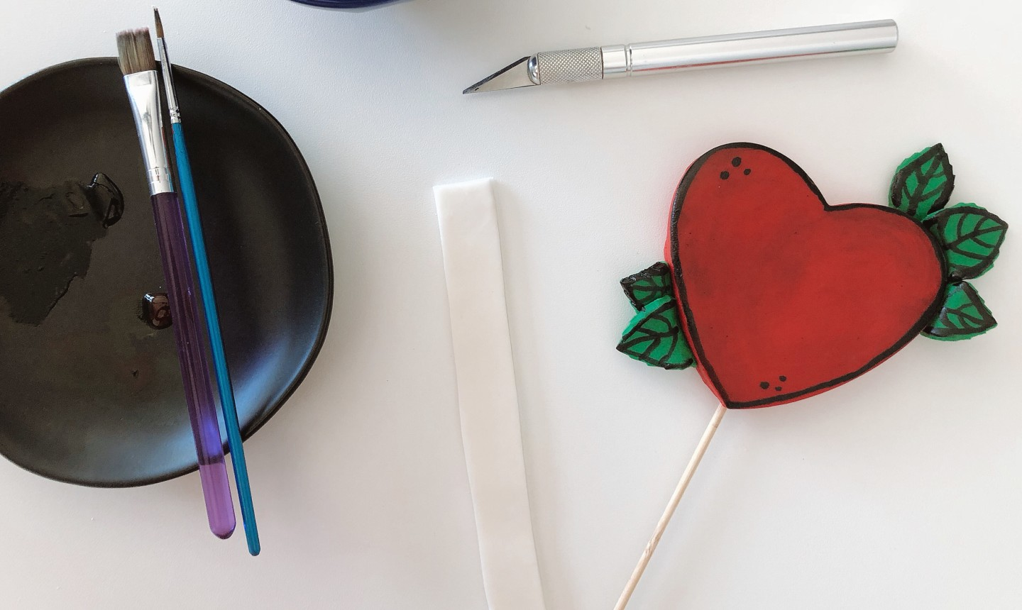decorating heart cake topper
