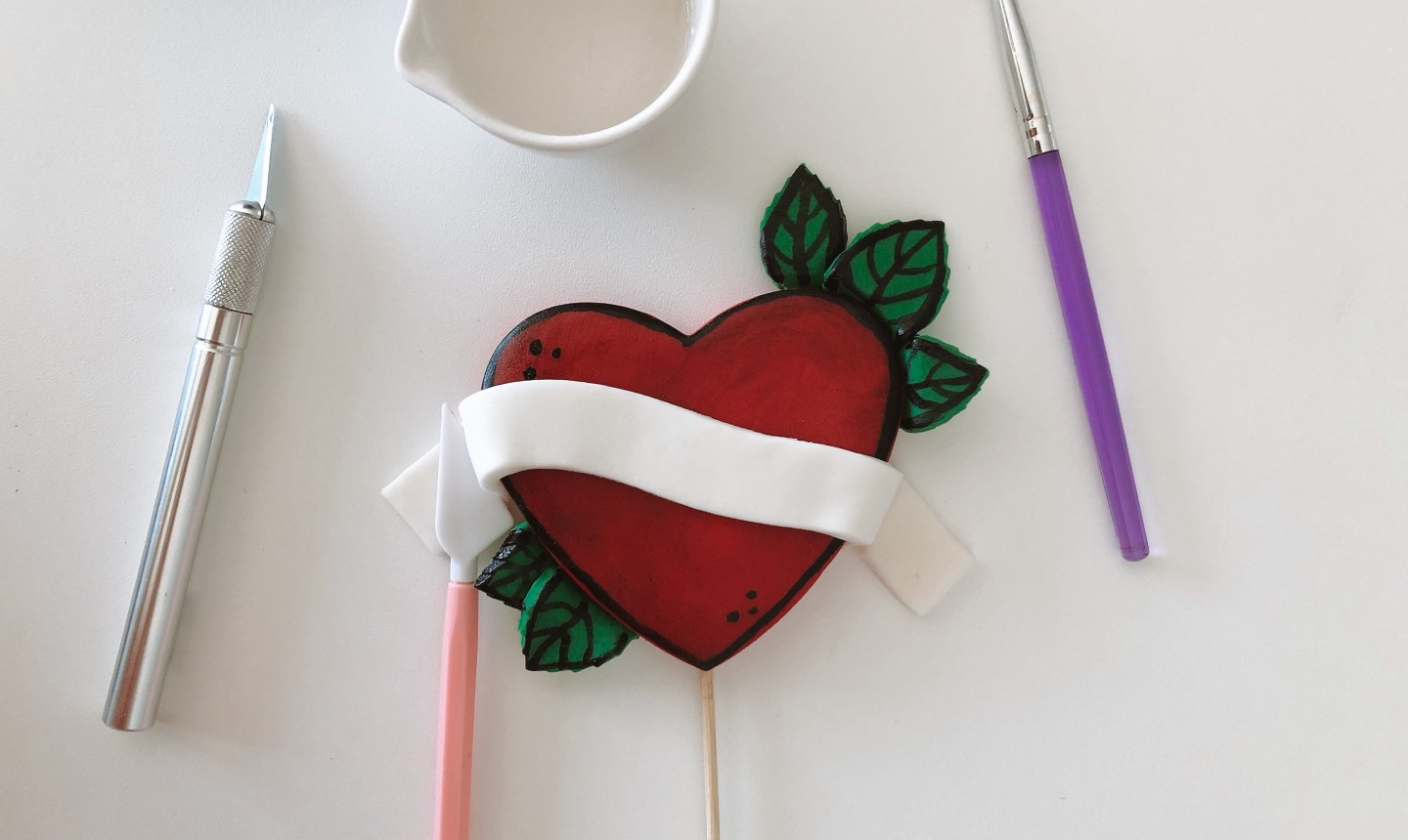 adding banner to heart cake topper