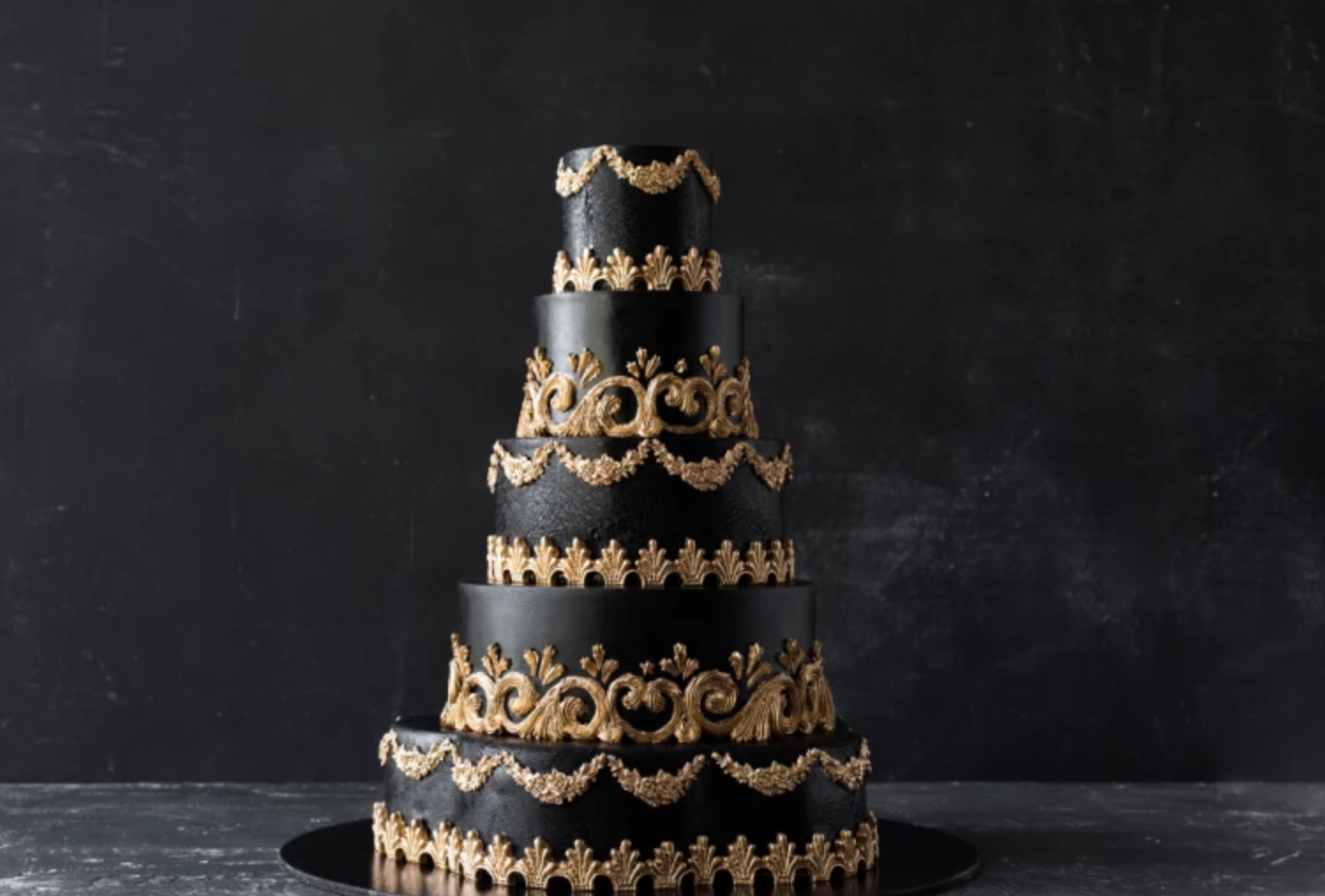 black and gold cake tiers