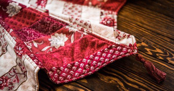 Corner tassel of a tree skirt
