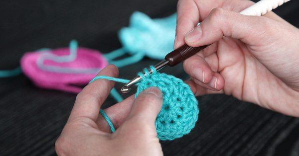 Knitting a circle with aqua yarn