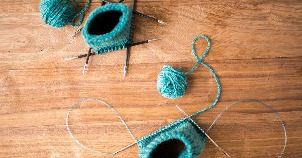 Yarn around a magic loop