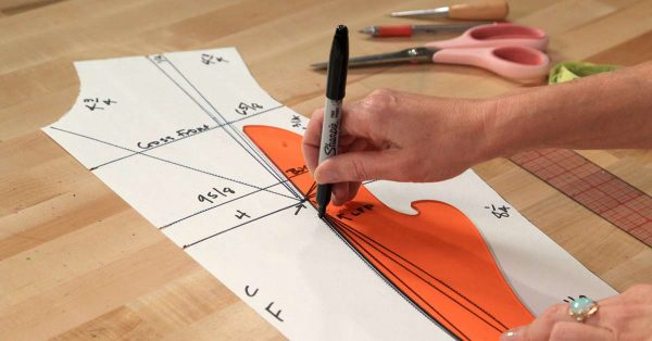Tracing a drafting pattern