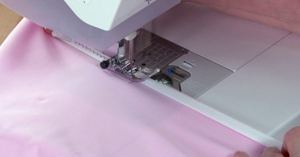 Sewing elastic with a sewing machine