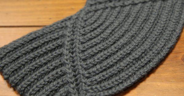 Grey brioche knitting